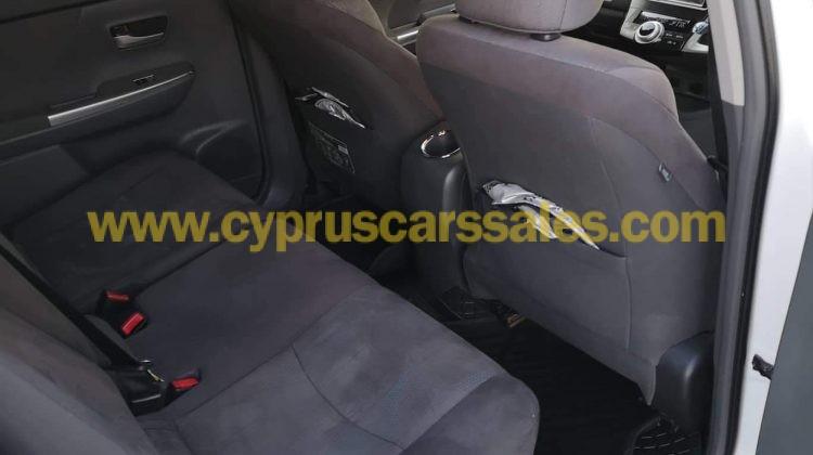 Toyota Prius Alpha Hybrid