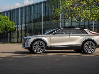 CADILLAC'S ELECTRIC LYRIQ SUV HAS A MASSIVE TOUCHSCREEN AND A RANGE 'BEYOND 300 MILES'